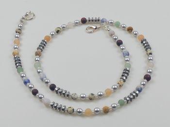 Zarte Halskette mit bunten Achatperlen
